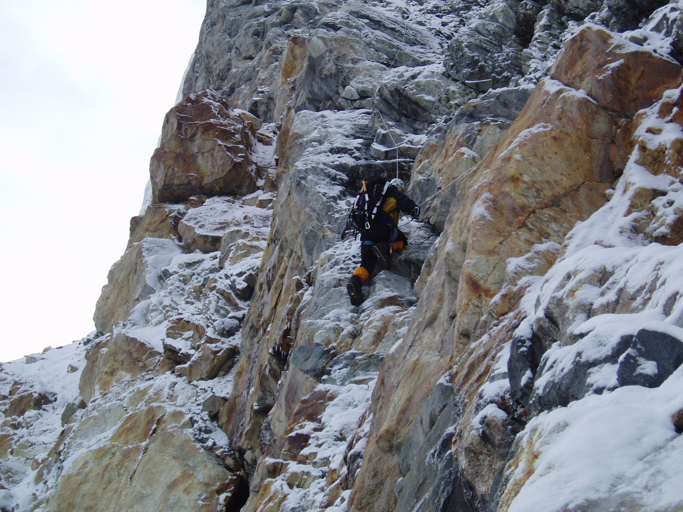 Kabru IV (7318m) – Rock climbing just above Yalung glacier