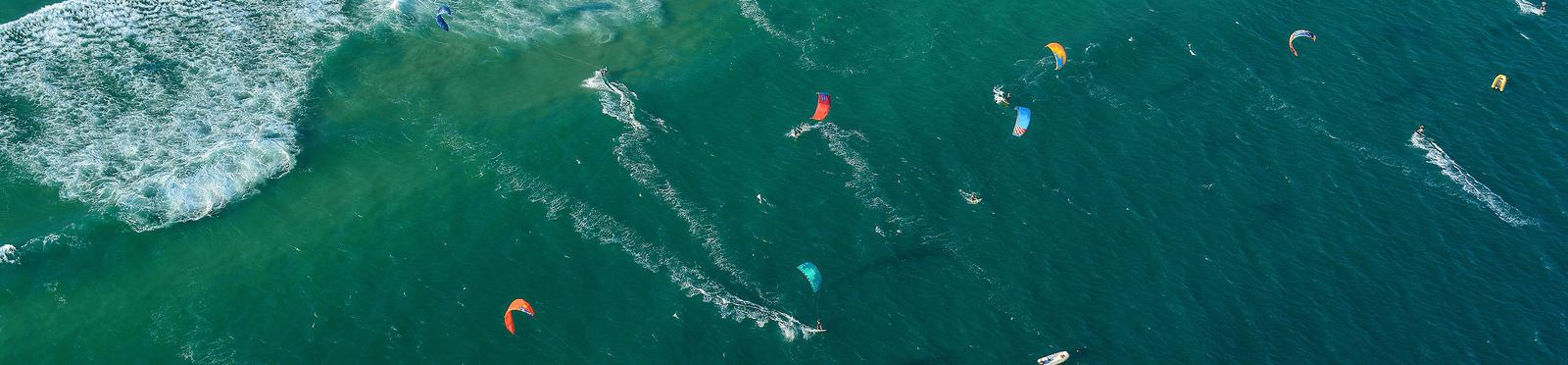 Sea with kite-surfers from the sky